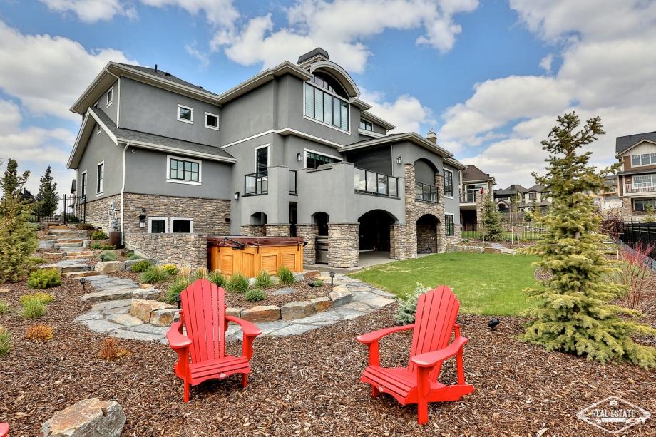 Real Estate Photos 4U Calgary HDR Photography yyc top best realtors agents southern Alberta Canada house yard sky big